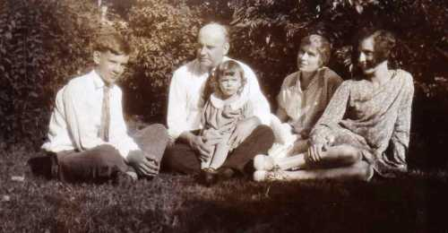 Arnold family photo, probably 1928 or so: From left, Frank Jr., Frank Sr., Harriet (my mother, on her father's lap), Francena, Helen. Shirley came along later.