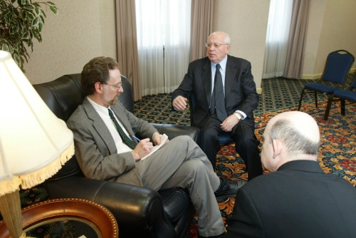 Steve Buttry interviewing Mikhail Gorbachev, March 14, 2002
