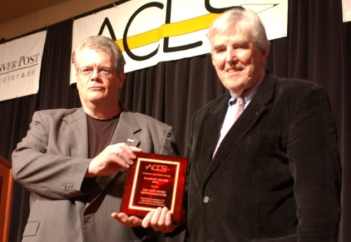 ACES co-founder Hank Glamann, left, presented the first Glamann Award to Temple University's Ed Trayes, co-founder of the Dow Jones Newspaper Fund, in 2008. Photo linked from copydesk.org.